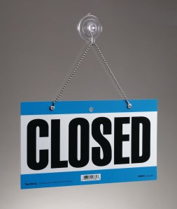 Closed Sign by James Alan, licensed under CC BY-SA 3.0 via Wikipedia